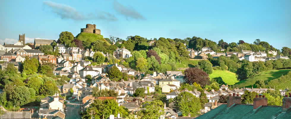 Launceston is a traditional Cornish market town set amid beautiful rolling countryside with quality holiday accommodation available for visitors to the area.